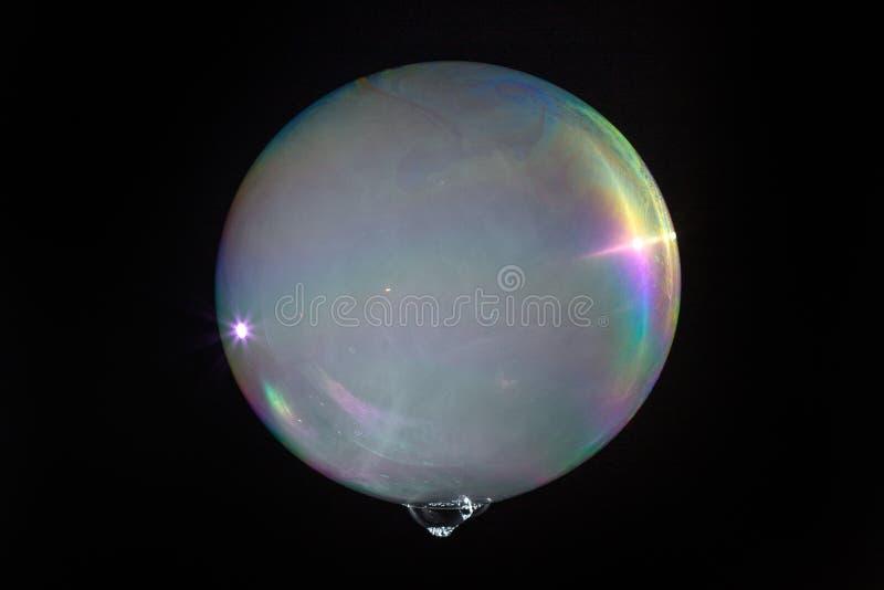 Плавая пузырь мыла заполненный с дымом стоковые фото