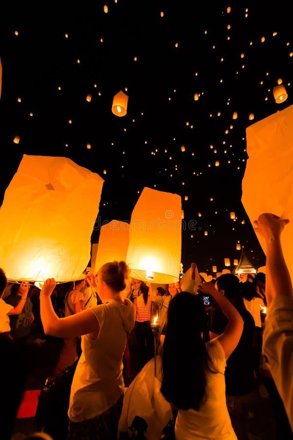 Плавая фонарик в Таиланде стоковое изображение