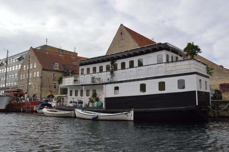 Плавучий дом в Копенгагене стоковое изображение rf