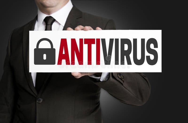 Плакат антивируса проведен бизнесменом стоковое фото rf