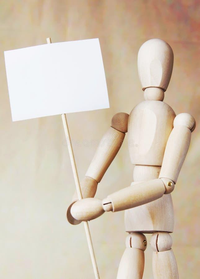 Плакат деревянного пробела удерживания человека модельного белый в своих руках стоковые фотографии rf