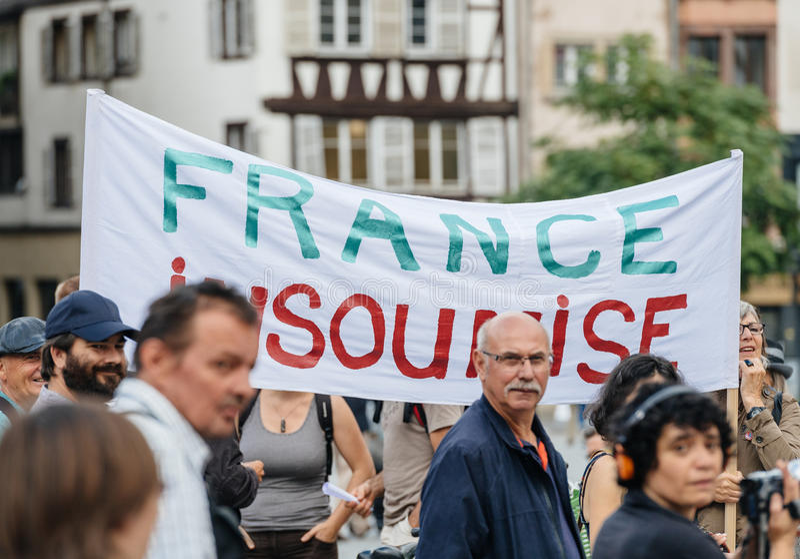 Плакат insoumise Франции на протесте против Macron стоковые изображения rf