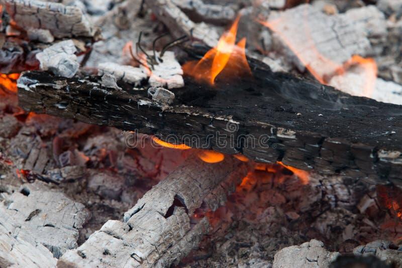 Пламя горит стоковое фото rf