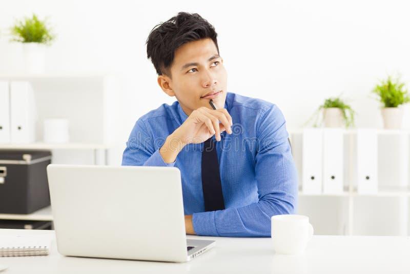 планирование и думать бизнесмена стоковая фотография rf