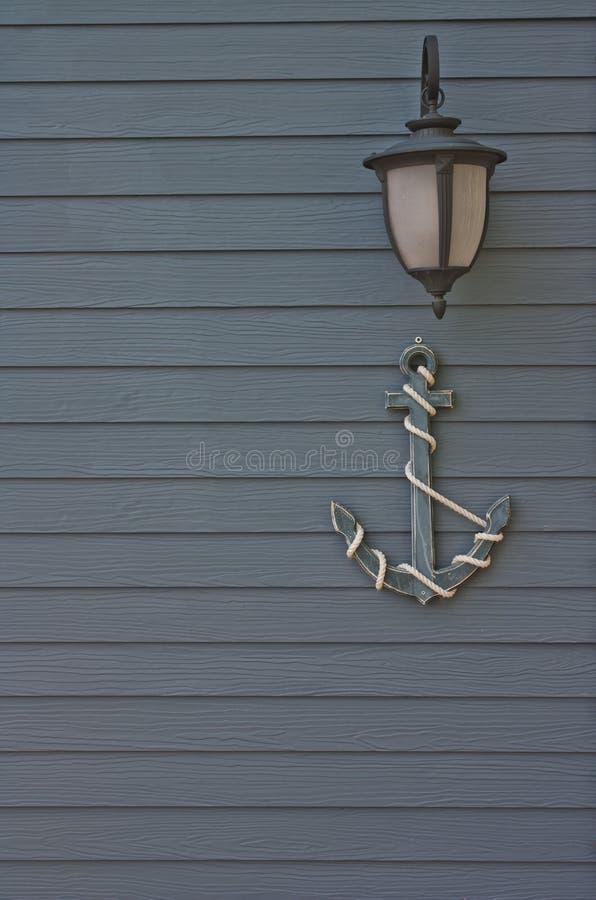 Планки Shera стены лампы и декоративный деревянный анкер стоковое фото