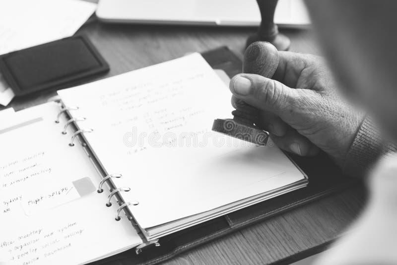 Плановик дневника для того чтобы сделать концепцию тетради списка стоковые изображения
