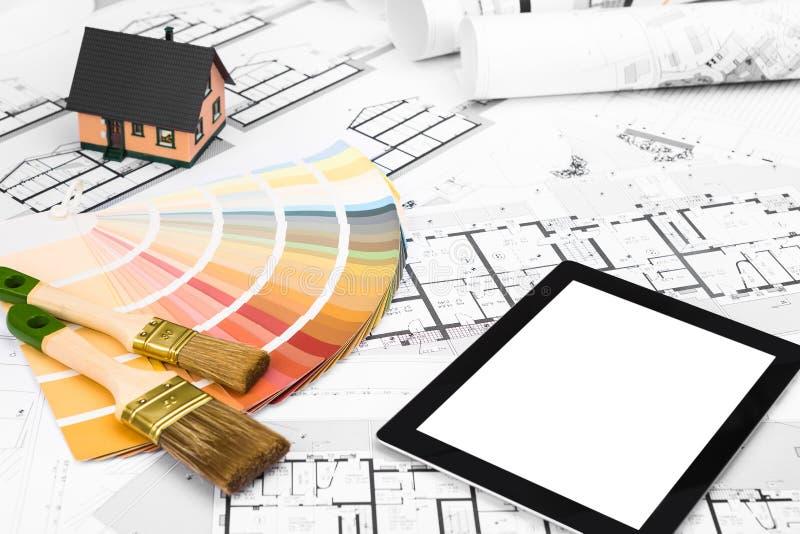 Планы строительства с домом и белизной цветовой палитры миниатюрным стоковое фото rf