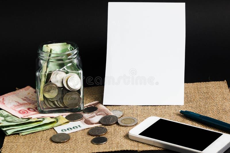 План на деньгах сбережений Начать концепцию дела стоковое изображение rf