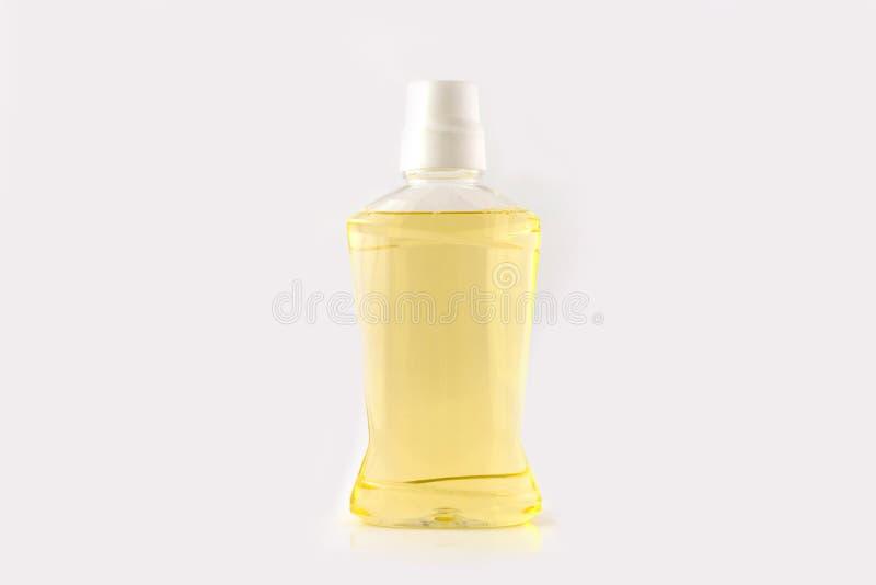 Пластичная бутылка оранжевого mouthwash стоковые изображения rf