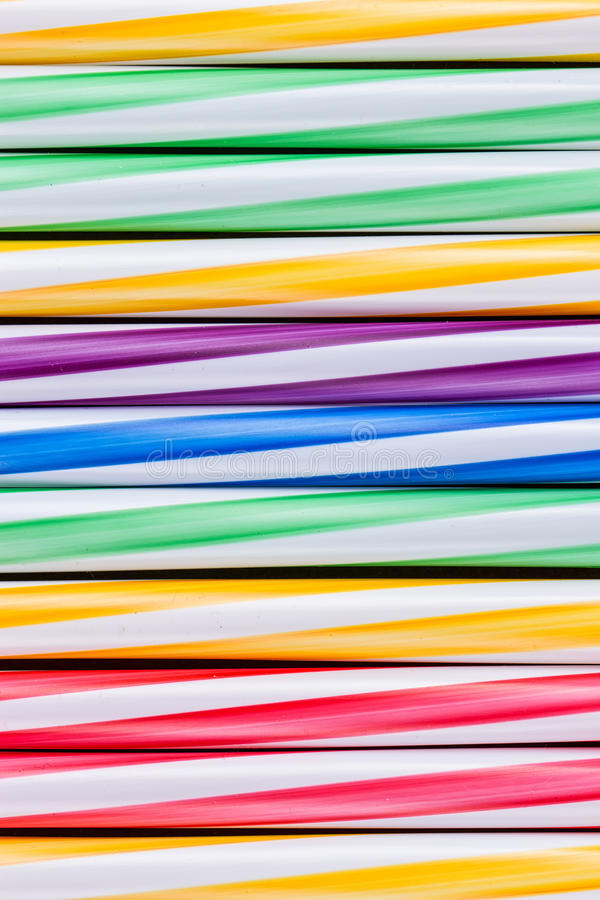 Пластичная предпосылка солом коктеиля стоковое фото rf