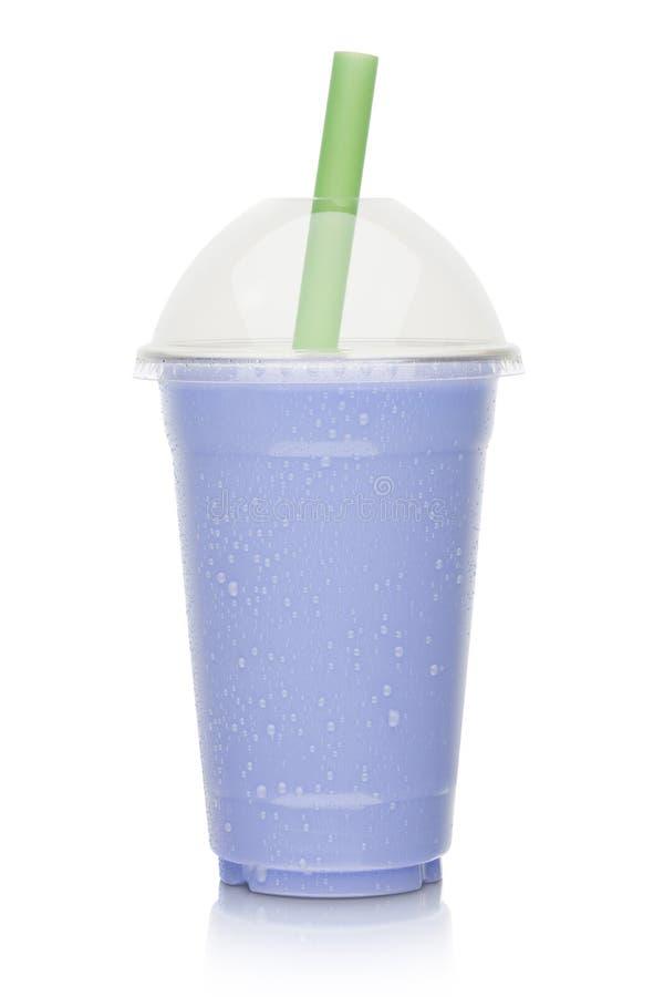 Пластичная чашка сладостного чая молока таро стоковое фото rf