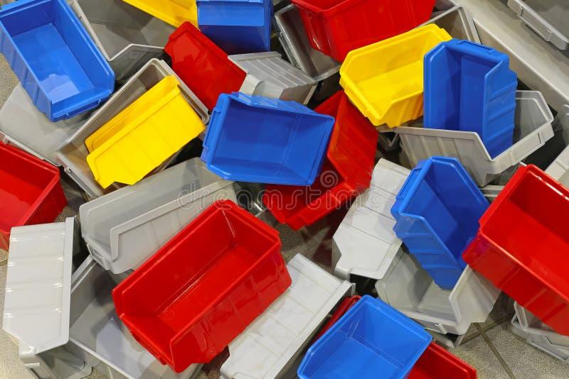 Пластичные ящики и ушаты стоковая фотография