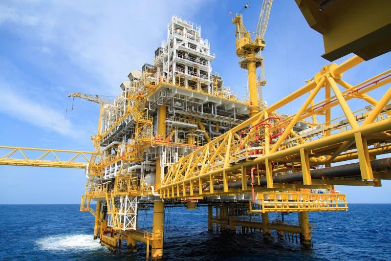 Платформа конструкции для энергии продукции Платформа нефти и газ в заливе или море, мировой энергетике стоковые изображения