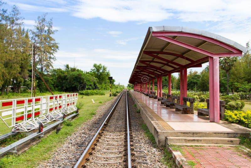 Download Платформа поезда стоковое фото. изображение насчитывающей электрическо - 33725004