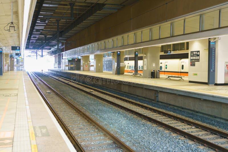 Платформа станции высокоскоростного рельса THSR Тайваня стоковая фотография