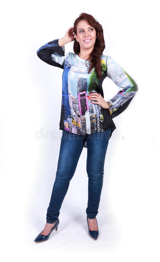 Платье красивой счастливой выставки положения девушки новое стоковое изображение
