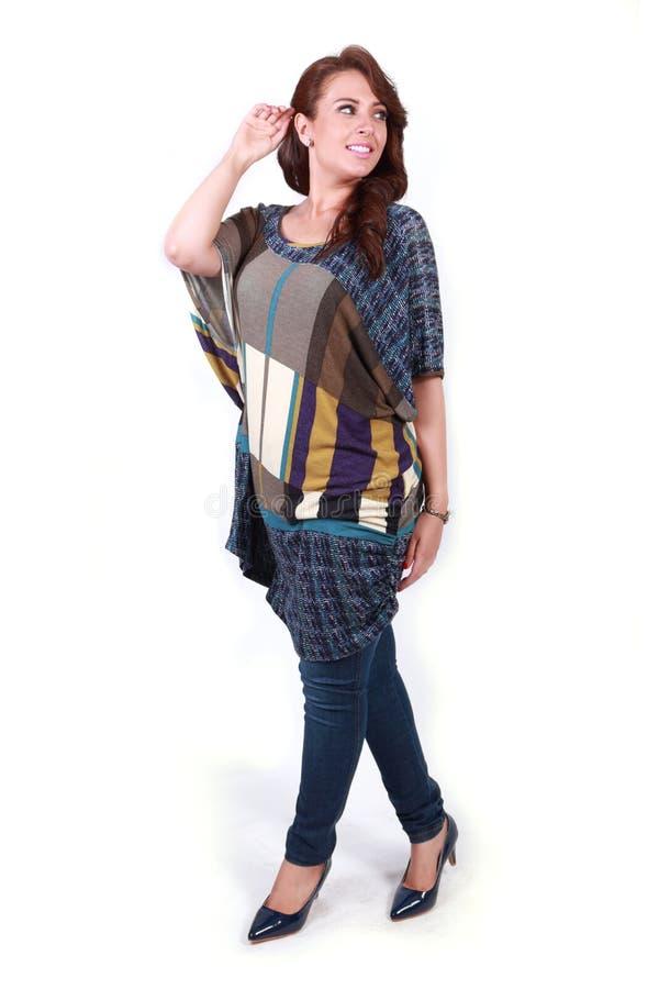 Платье красивой счастливой выставки положения девушки новое стоковые фотографии rf