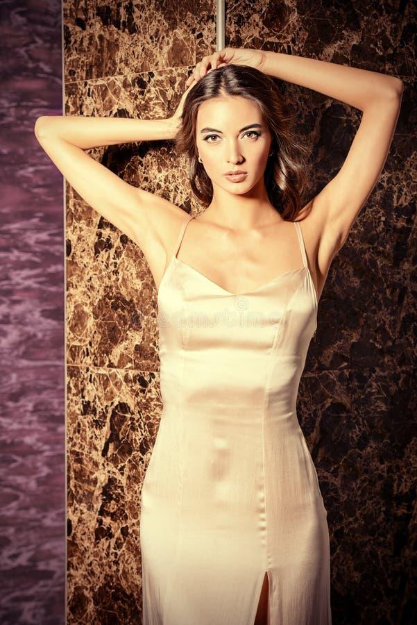Платье сатинировки стоковые фото