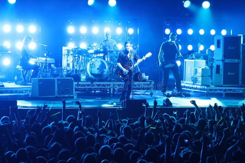 Плацебо рок-группы и Брайан Molko в концерте на дворце спорта в воскресенье 22-ое сентябрь 2012 в Минске, Беларуси стоковые фотографии rf