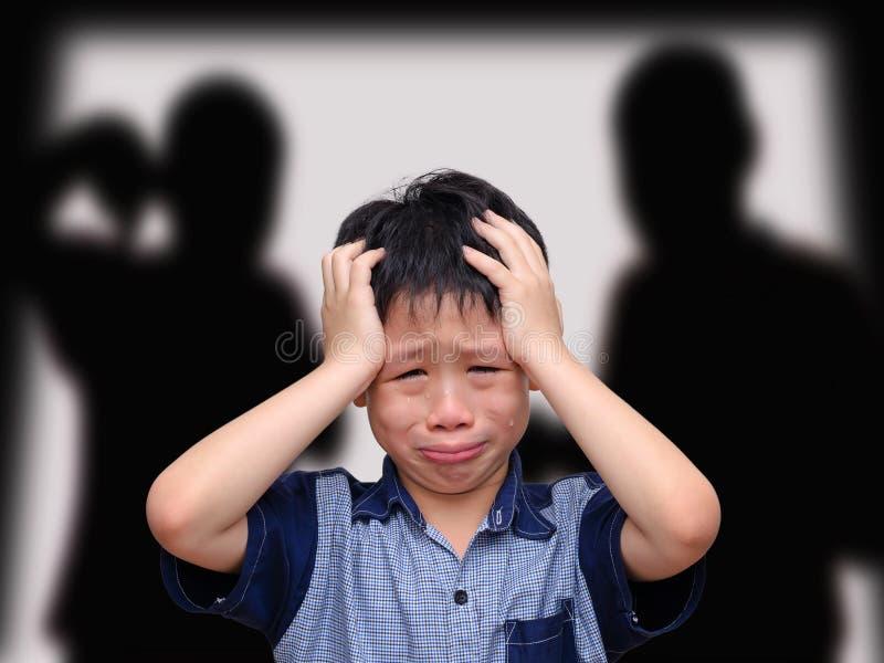 Плача азиатский мальчик стоковые фото