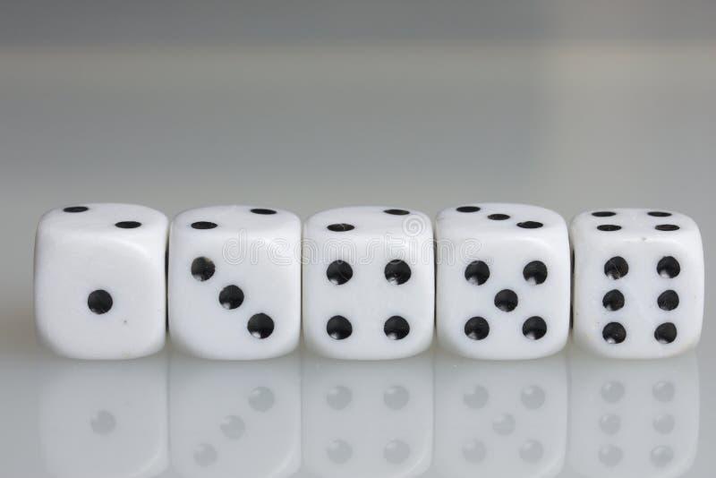 плашки играть кубиков стоковые изображения