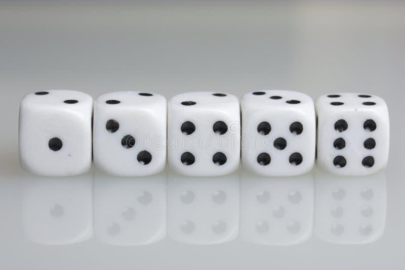 плашки играть кубиков стоковая фотография