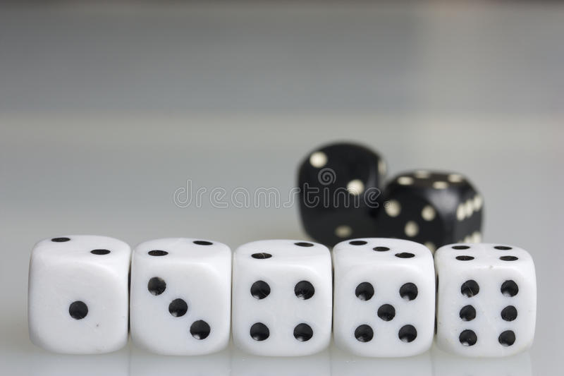плашки играть кубиков стоковое изображение rf