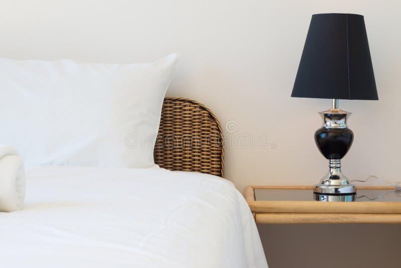 Плетеная кровать ротанга стоковое фото