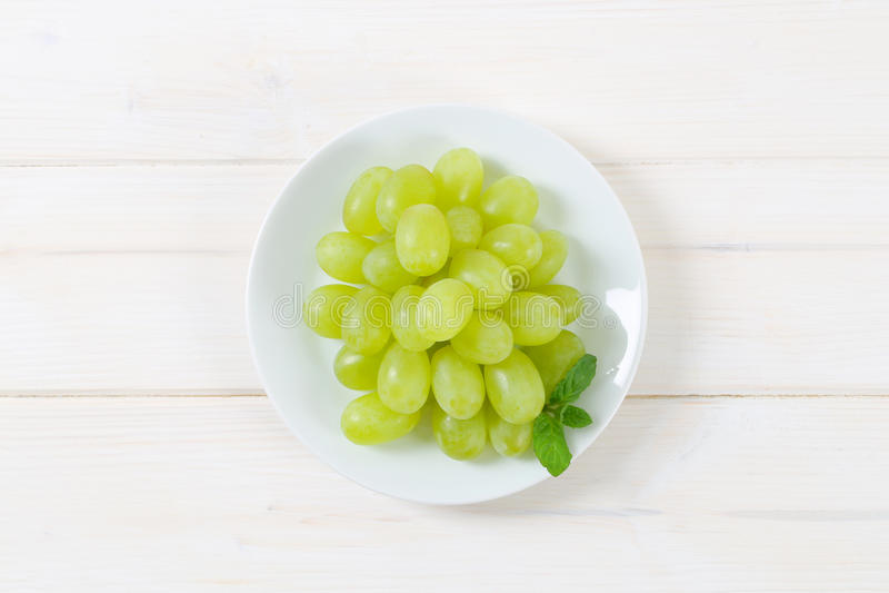 Плита белых виноградин стоковые изображения