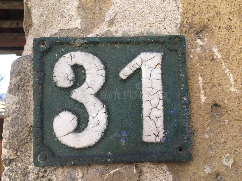 Плита винтажного металла квадрата grunge ржавая номера адреса улицы с номером стоковое фото