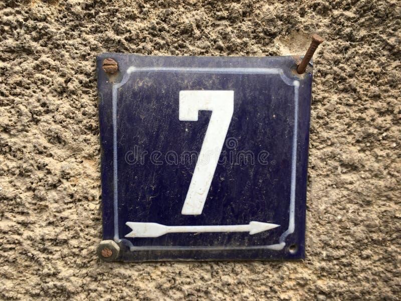 Плита винтажного металла квадрата grunge ржавая номера адреса улицы с номером стоковое изображение rf