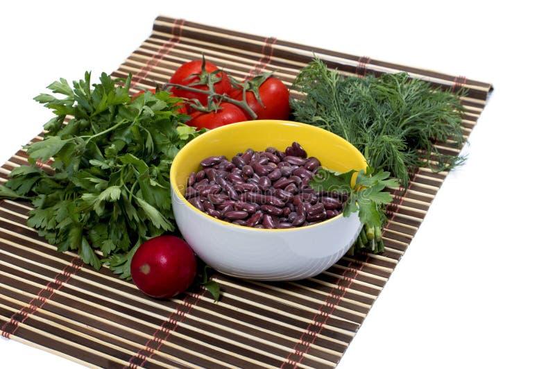 Плита с haricot, петрушкой строки, томатами, фенхелем, редиской стоковая фотография