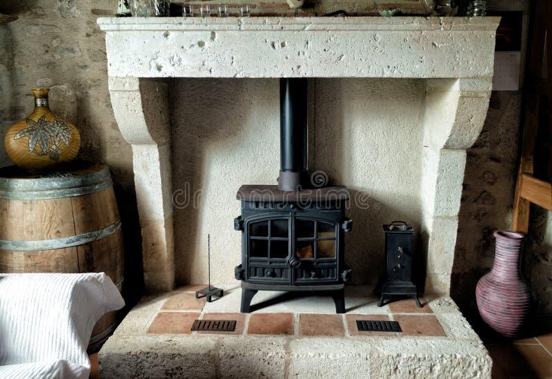 Плита французского дома фермы деревянная - хламида и шесток камина стоковое изображение rf