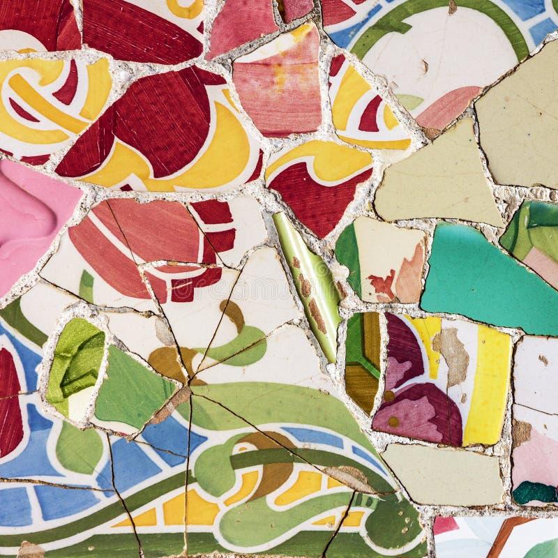 Плитка мозаики, украшение, сломанное стекло, парк Guell, Барселона, Sp стоковое фото