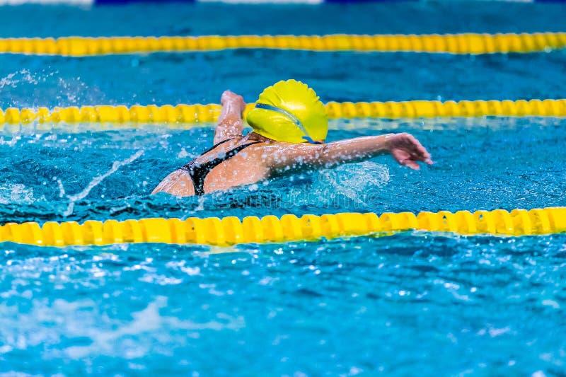 Пловец маленькой девочки стоковое изображение rf
