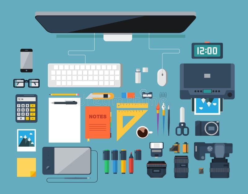 Плоская иллюстрация вектора дизайна творческого дизайнерского рабочего места Взгляд сверху бесплатная иллюстрация