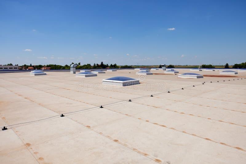 Плоская крыша на промышленной зале стоковое изображение rf