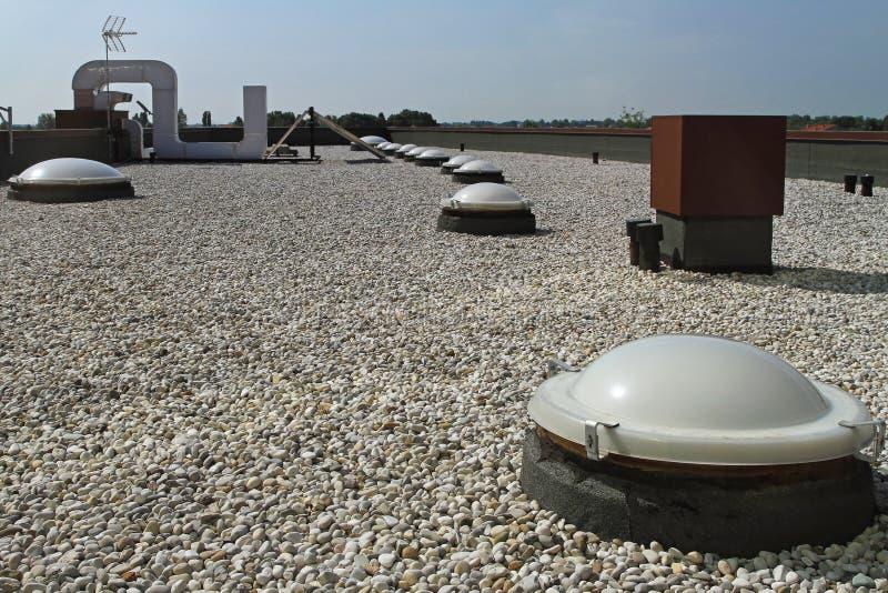 Плоская крыша с гравием стоковое изображение rf