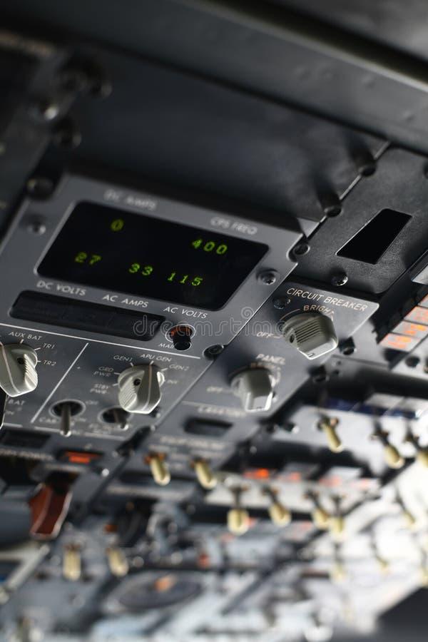 Download Плоский пульт управления стоковое изображение. изображение насчитывающей шкала - 40587245