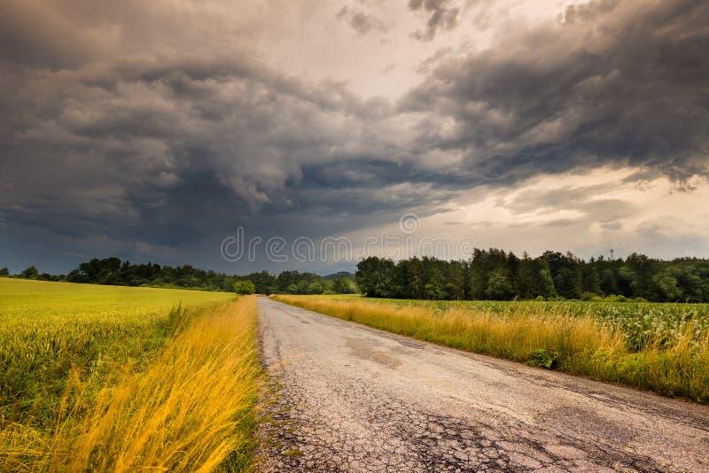 Плотная облачность перед штормом стоковые изображения