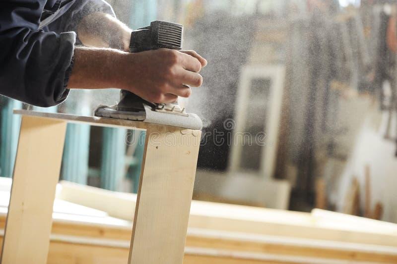 Плотник на работе стоковое изображение rf