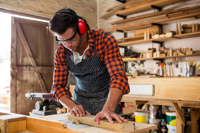 Открытка, картинки плотника и столяра