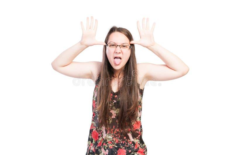 Плохая девушка задиры делая смешную сторону стоковая фотография