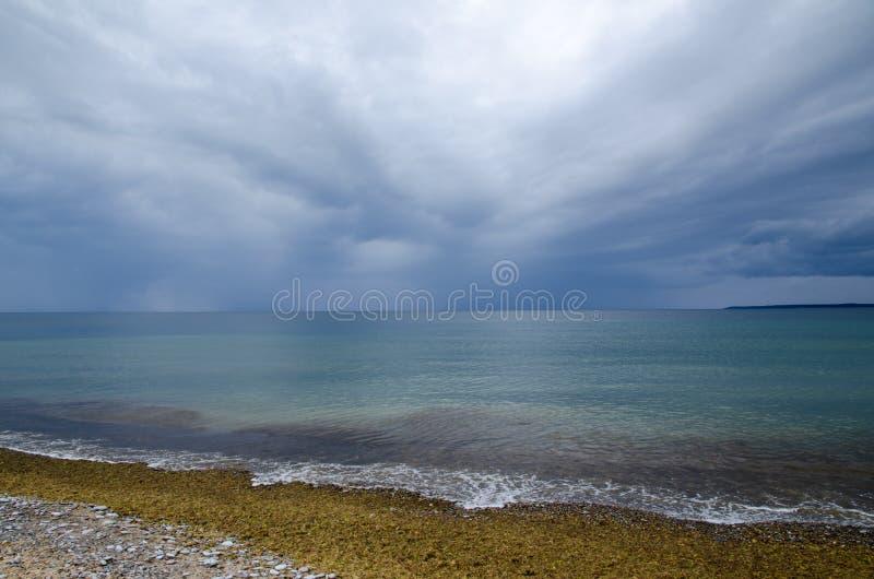 Плохая погода причаливая на побережье стоковые фото