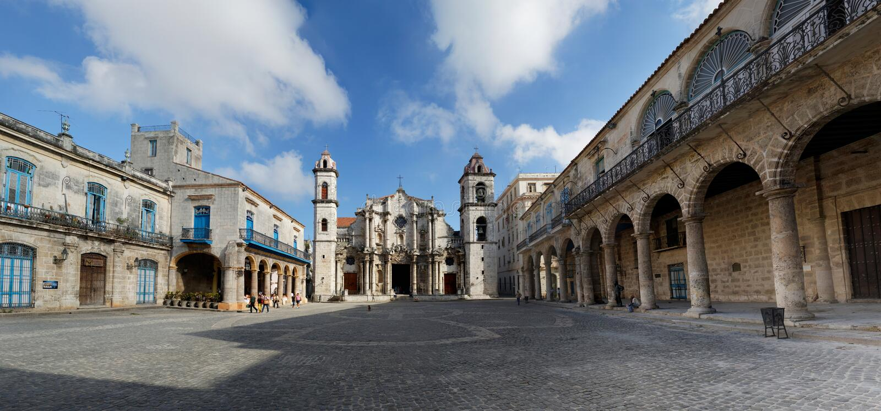 Площадь De Ла Catedral Гавана, Куба стоковое фото rf
