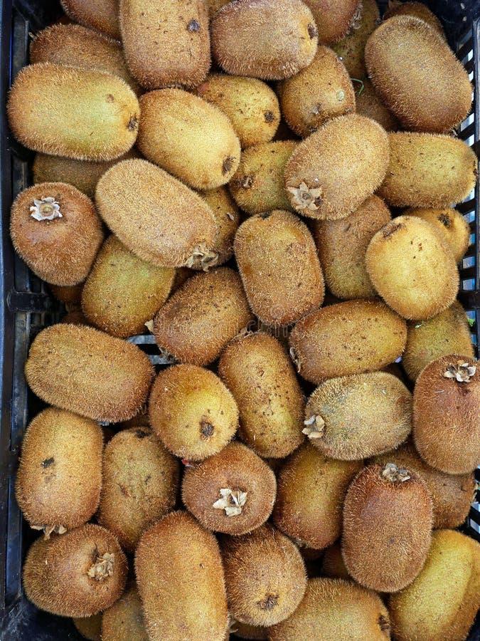 Плодоовощ кивиа на рынке стоковое изображение rf