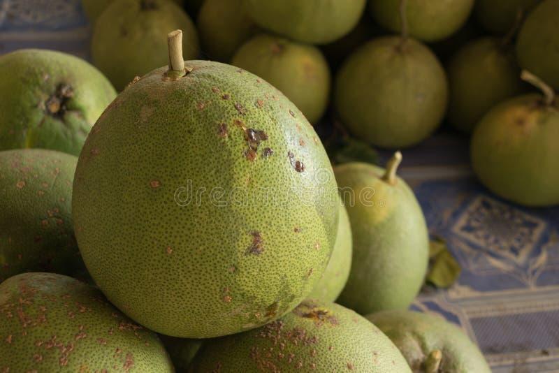Плодоовощ помела продал в рынке в Таиланде стоковое фото