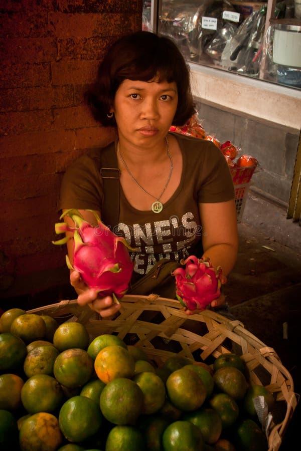 Плодоовощ дракона и продавец апельсина стоковое фото