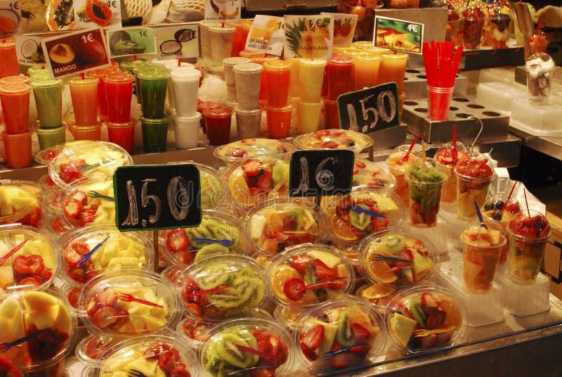 Плодоовощ для продажи на стойле рынка. Барселона стоковые фотографии rf
