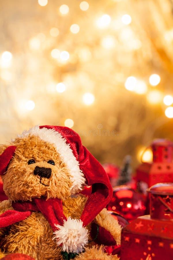 Плюшевый медвежонок как Санта Клаус стоковая фотография rf